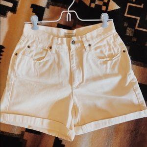 90s Liz Claiborne pale yellow high waist shorts
